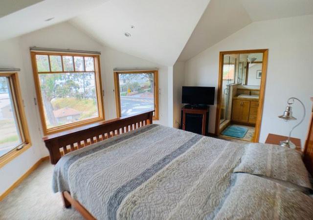 2711 E Cliff Dr, Santa Cruz, California 95062, 3 Bedrooms Bedrooms, ,2.5 BathroomsBathrooms,Santa Cruz/Capitola,Vacation Rental,2711 E Cliff Dr,1073
